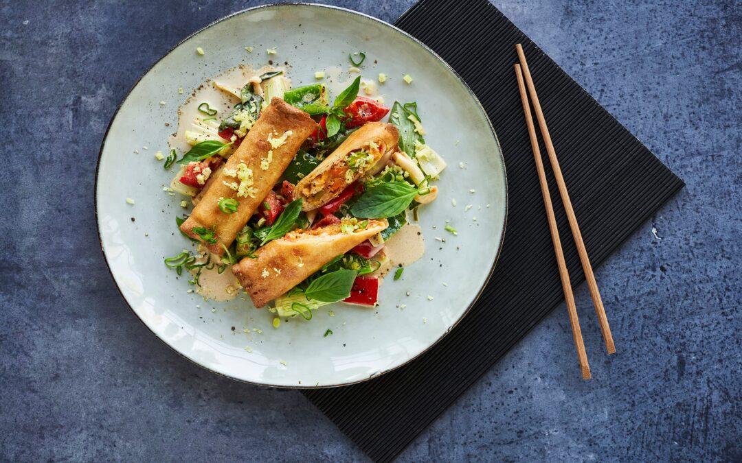 Spring Rolls Red Thai Chicken med wokad paprika och svamp i ingefärskram