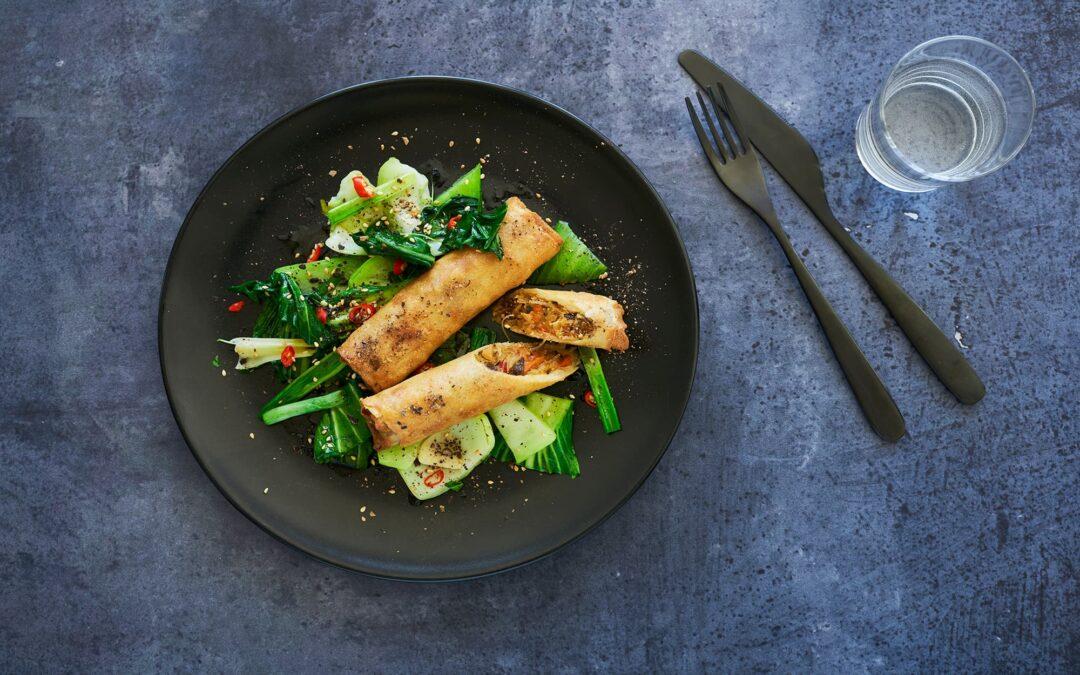 Spring Rolls Vietnamese Style Vegetables med wokad Pak Choi och Sweet chilisås