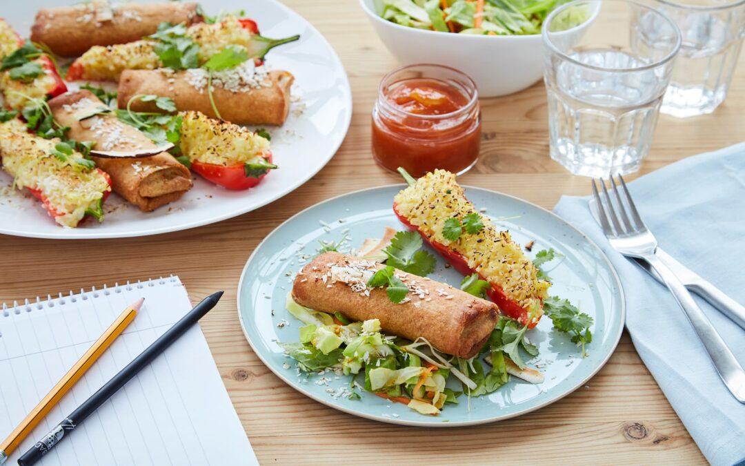Vårrullar med grönsaker och risfyllda paprikor
